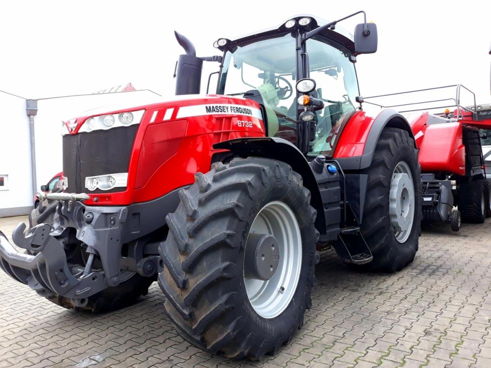 Traktor MF 8732 DYNA-VT